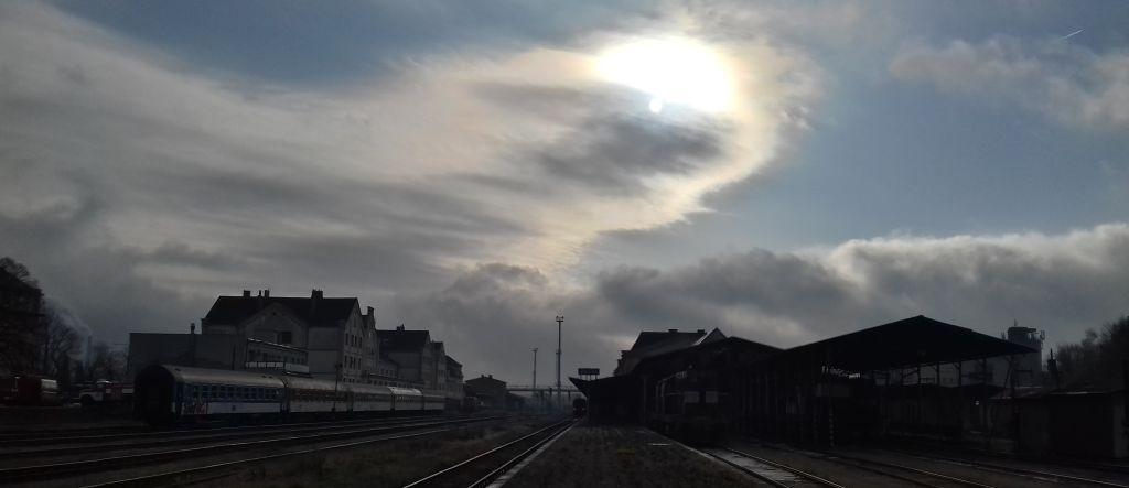 Slunce nad libereckým nádražím