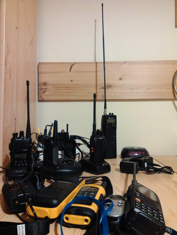 Nabíjení vysílaček před portejblem