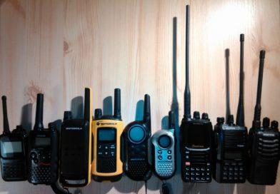 Příprava testu poslechu PMR vysílaček na Ještědu